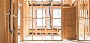 chantier en cours d'une maison en bois